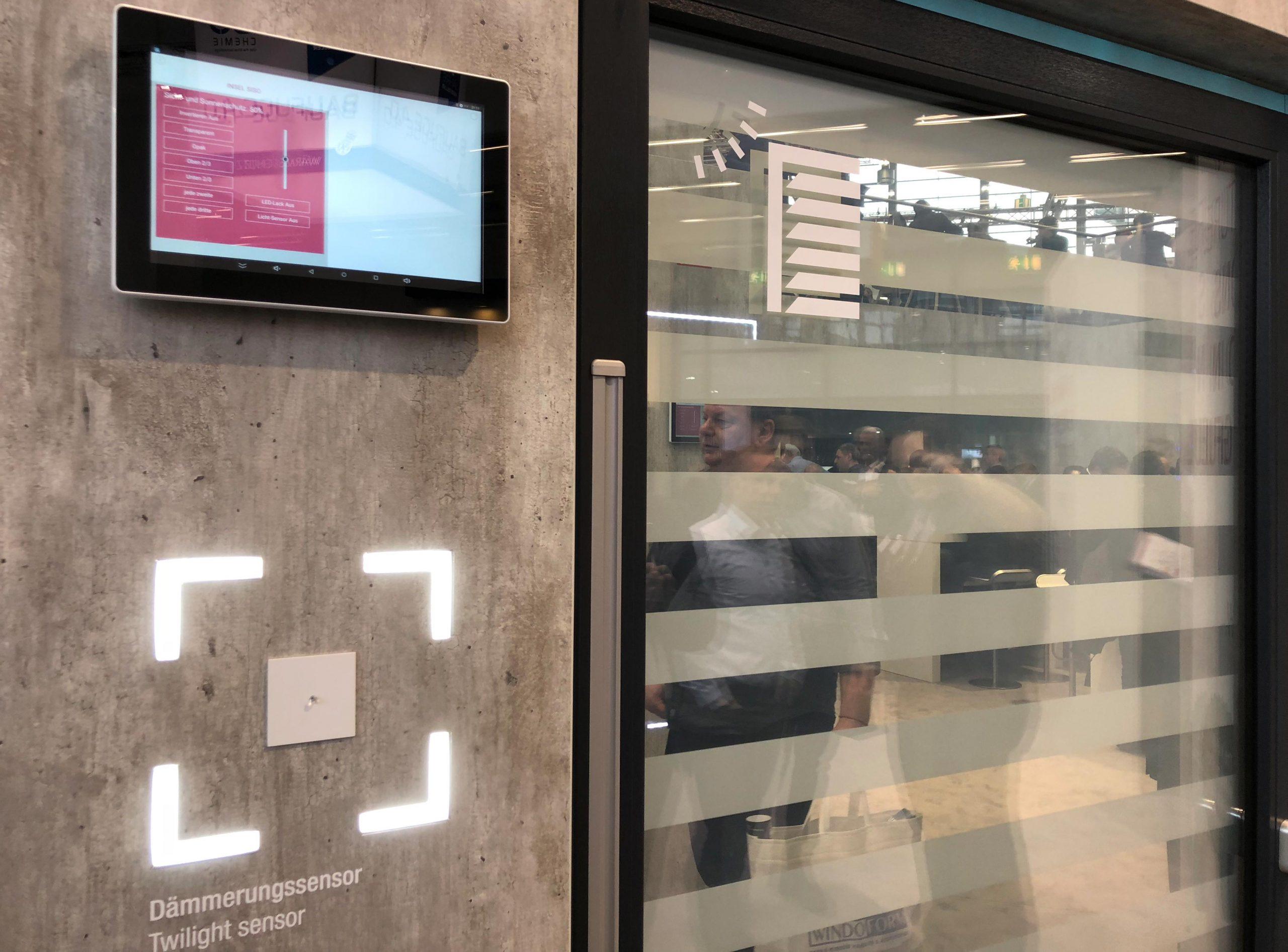Full Size of Rehau Fenster Reparieren Aus Polen Erfahrungen Synego Ad Forum Test Kaufen Testbericht Geneo Visionen Mit Digitalem Raffstore Und Fenstergroem Touchscreen Aron Fenster Rehau Fenster