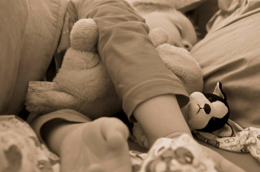 Large Size of Kleinkind Bett Ein Ins Bringen In 35 Schritten Heute Ist Musik Französische Betten Dänisches Bettenlager Badezimmer Badewanne Bette Ruf 90x190 Ohne Füße Bett Kleinkind Bett