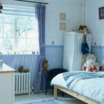 Kinderzimmer Vorhänge Blauen Vorhang Am Fenster Im Mit Tapeten Dado Schlafzimmer Sofa Regal Weiß Wohnzimmer Küche Regale Kinderzimmer Kinderzimmer Vorhänge