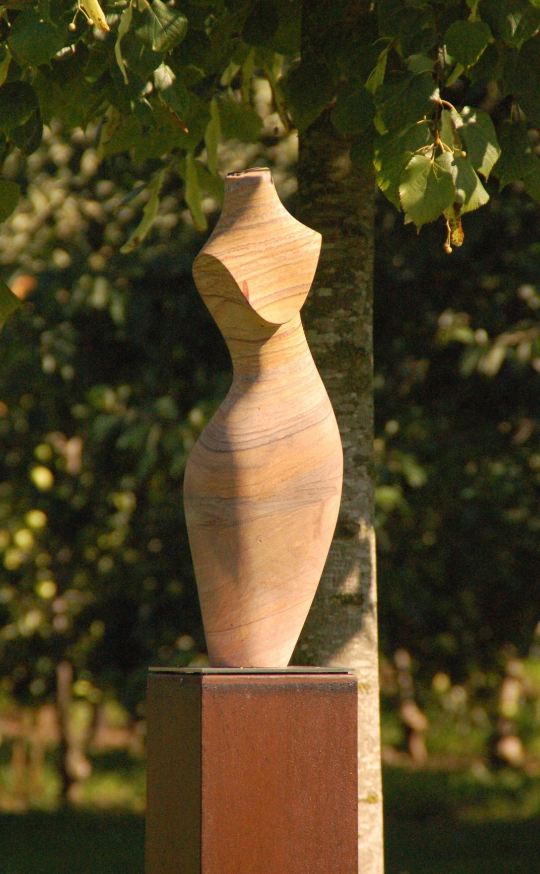 Large Size of Diese Skulptur Aus Sandstein Verschnert Unseren Feng Sgarten Led Spot Garten Bewässerungssysteme Sichtschutz Für Spielhaus Holz Stapelstuhl Pavillon Garten Skulpturen Garten