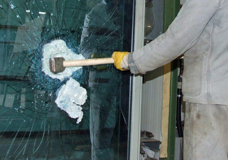 Medium Size of Einbruchschutz Fenster Folie Was Ist Sicherheitsglas Klebefolie Für Bauhaus Verdunkeln Rc 2 Sicherheitsfolie Mit Rolladen Eingebauten Kunststoff Schüko Fenster Einbruchschutz Fenster Folie