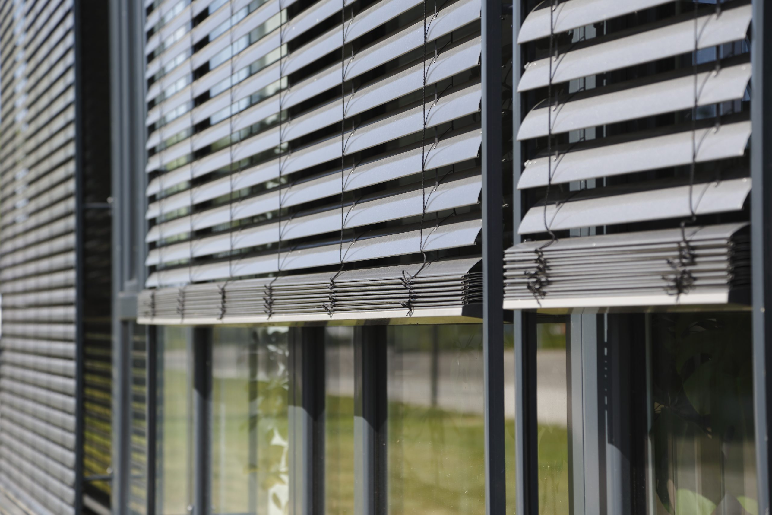 Full Size of Sonnenschutz Fenster Außen Aussenliegend Aussenjalousien Rollomeisterde Fototapete Schüco Wärmeschutzfolie Alu Gebrauchte Kaufen Fliegengitter Für Fenster Sonnenschutz Fenster Außen