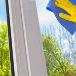 Fenster Reinigen Fenster Was Kostet Fensterreinigung Faktoren Fr Kosten Preisbeispiel Holz Alu Fenster Preise Rolladen Nachträglich Einbauen Rollos Sonnenschutzfolie Abdichten Velux