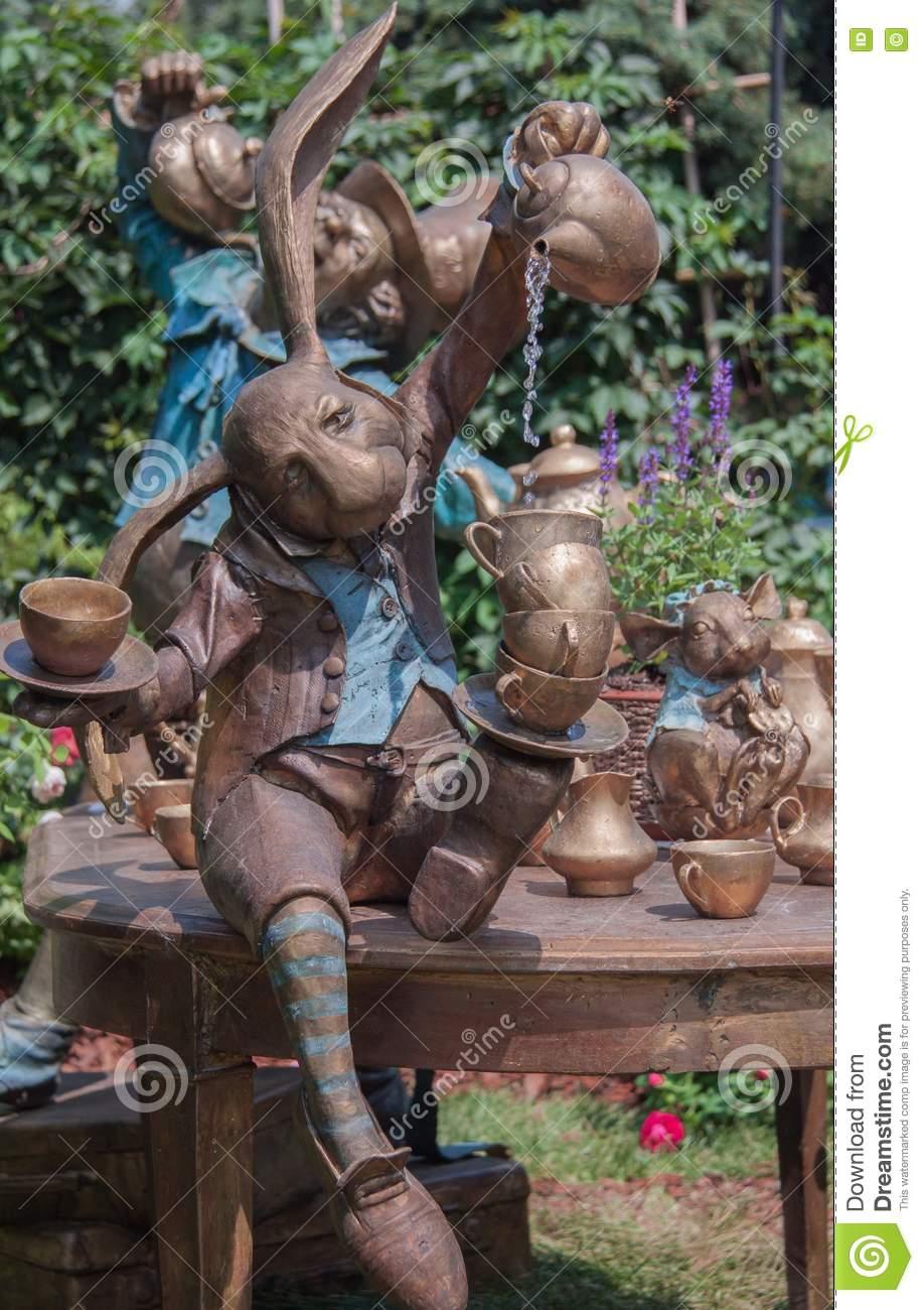 Full Size of Gartenskulpturen Aus Rostigem Eisen Stein Skulpturen Kaufen Antik Berlin Buddha Garten Metall Holz Schweiz Stockfoto Bild Von Ausstellung Garten Garten Skulpturen