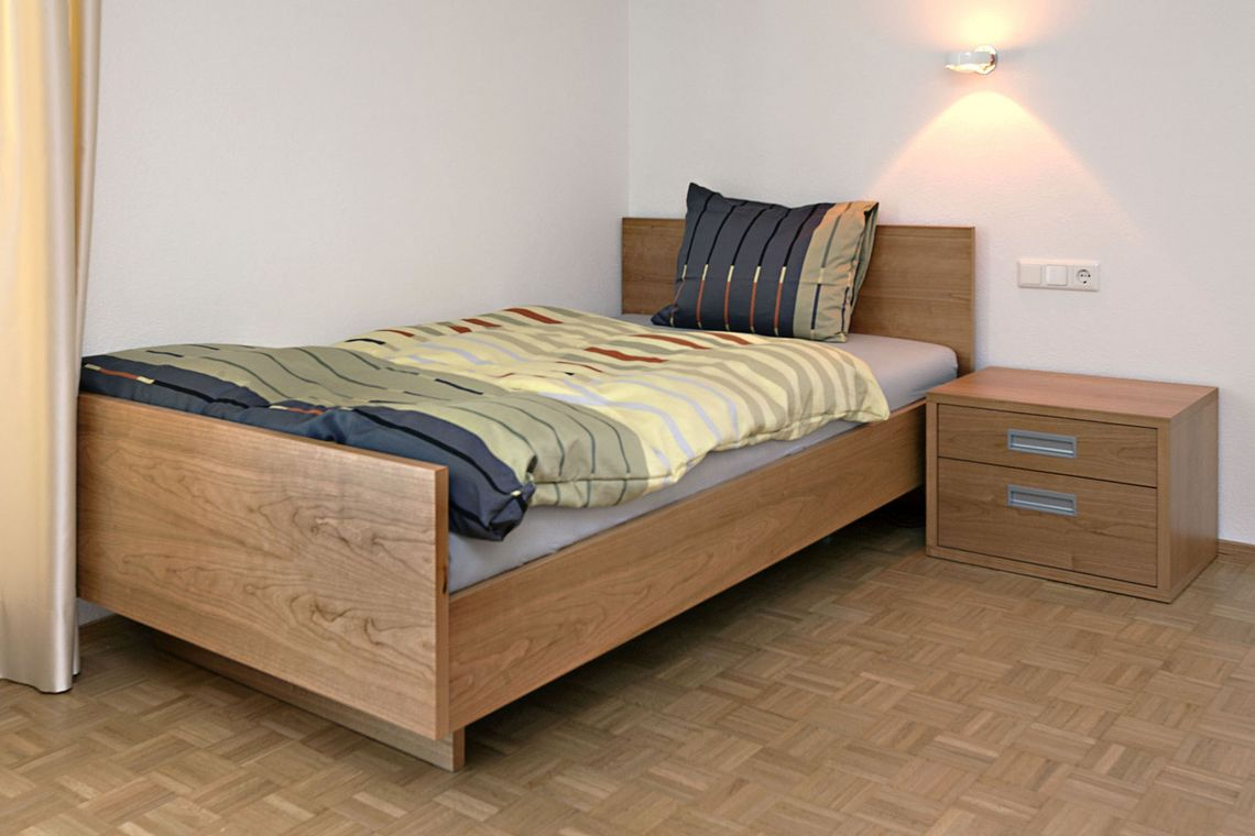 Full Size of Bett Designer Nach Maufzu Xxl Betten Barock Boxspring 200x220 Buche 90x200 Mit Lattenrost Und Matratze Tojo V 220 X Komforthöhe Selber Bauen 140x200 Bett Bett 1.40