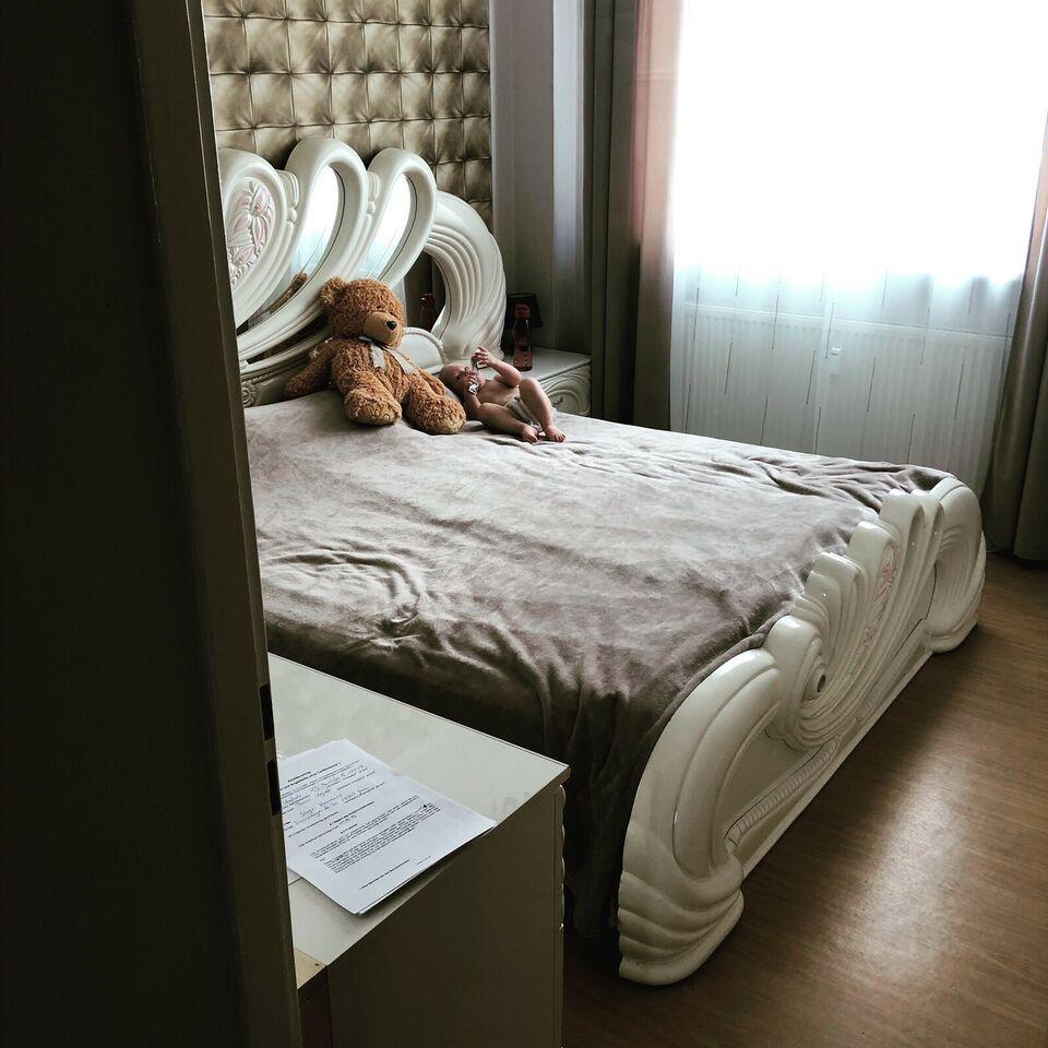 Full Size of Großes Bett Rattan Poco Weiß 180x200 Breckle Betten Grau Oschmann Mit Hohem Kopfteil 140x200 Ohne Breite Designer Mädchen Tatami Schubladen Bette Badewannen Bett Großes Bett