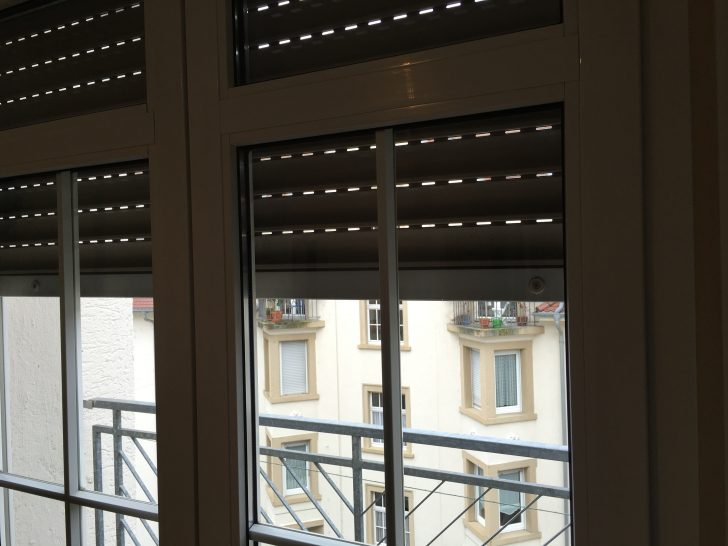 Medium Size of Ein Rollo Am Dachfenster Befestigen Fenster Erneuern Kosten Meeth 120x120 Mit Rolladen Insektenschutzrollo Abdichten Sicherheitsbeschläge Nachrüsten Kbe Fenster Fenster Rollos