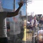 Wärmeschutzfolie Fenster Fenster Spiegelfolie Test Fr Das Schnelle Spiegelbild Ohne Schweres Fenster Veka Sicherheitsfolie Einbruchschutz Winkhaus Rolladen Alarmanlagen Für Und Türen Rc 2