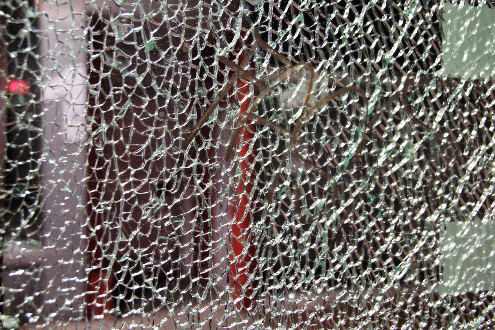Full Size of Folie Einbruchschutz Fenster Kaufen Was Ist Sicherheitsglas Einbau Sicherheitsfolie Fliegennetz Mit Rolladen Stange Austauschen Hannover Alarmanlagen Für Und Fenster Einbruchschutz Fenster Folie