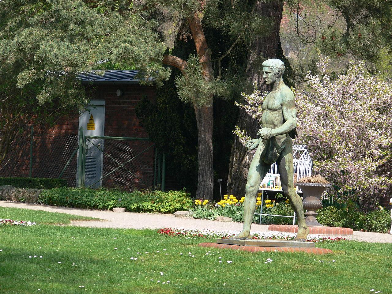 Full Size of Skulpturen Garten Fileberlin Botanischer Skulpturjpg Wikimedia Stapelstühle Trennwand Sichtschutz Für Loungemöbel Günstig Ausziehtisch Versicherung Garten Skulpturen Garten