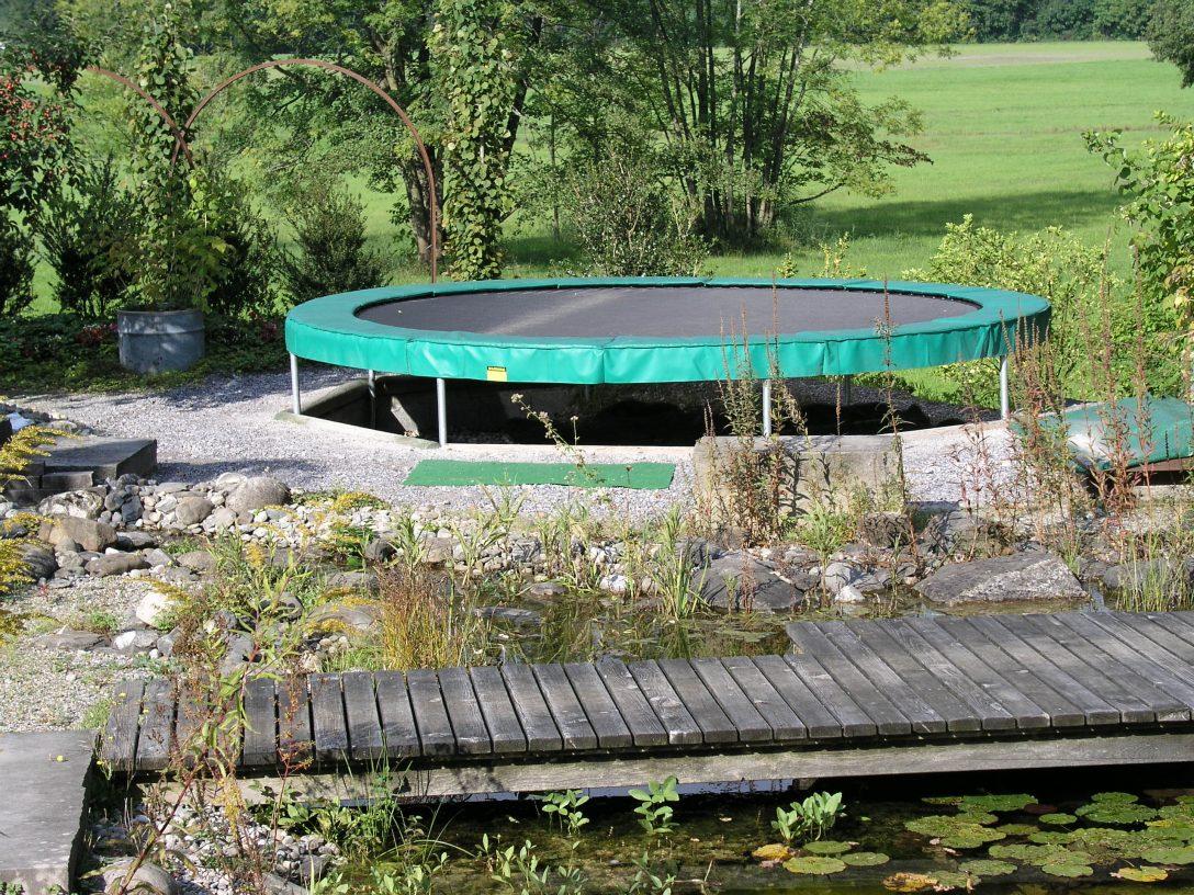 Large Size of Trampolin Im Garten Eingraben Trampoline Center Schweiz Vertikal Fussballtor Leuchtkugel Bewässerungssystem Klapptisch Liege Schaukelstuhl Klappstuhl Garten Trampolin Garten