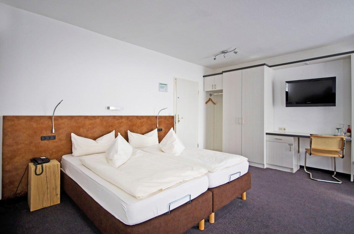 Full Size of Businesszimmer Hotel Am Kurpark Spth Hotels In Bad Reichenhall Lüfter Spiegelleuchte Gastein Oeynhausen Deko Badezimmer Sassendorf Heizkörper Waschbecken Bad Hotel Bad Windsheim
