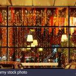 Weihnachtsbeleuchtung Fenster Restaurant In Der Nacht Stockfoto Winkhaus Jalousie Gardinen Einbruchschutz Nachrüsten Veka Konfigurieren Schüko Kaufen Polen Fenster Weihnachtsbeleuchtung Fenster