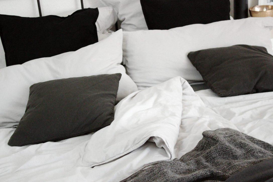 Large Size of Betten Holz Tagesdecken Für Bett Mit Schubladen Weiß Küche Matt Großes Kaufen Günstig Japanische Bette Badewannen Ottoversand Hasena Massivholz 180x200 Bett Bett Schwarz Weiß
