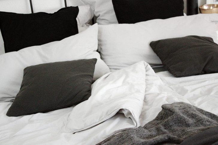 Medium Size of Betten Holz Tagesdecken Für Bett Mit Schubladen Weiß Küche Matt Großes Kaufen Günstig Japanische Bette Badewannen Ottoversand Hasena Massivholz 180x200 Bett Bett Schwarz Weiß