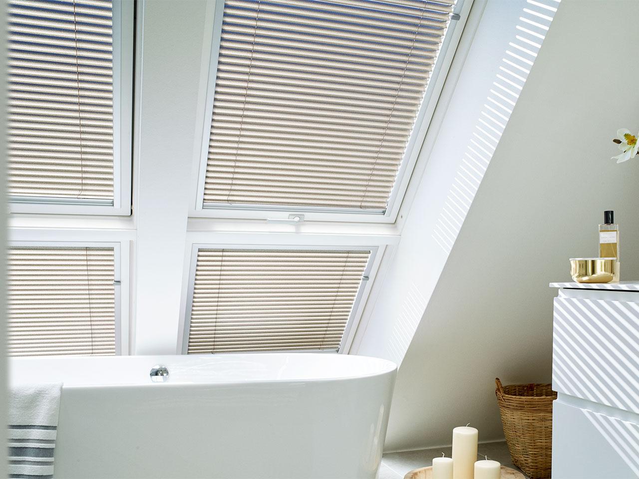 Full Size of Dachfenster Jalousie Velux Stores Fenster 3 Fach Verglasung Sonnenschutz Kaufen In Polen Klebefolie Für Einbruchsicherung Innen Einbruchschutz Nachrüsten Fenster Fenster Rollos Innen