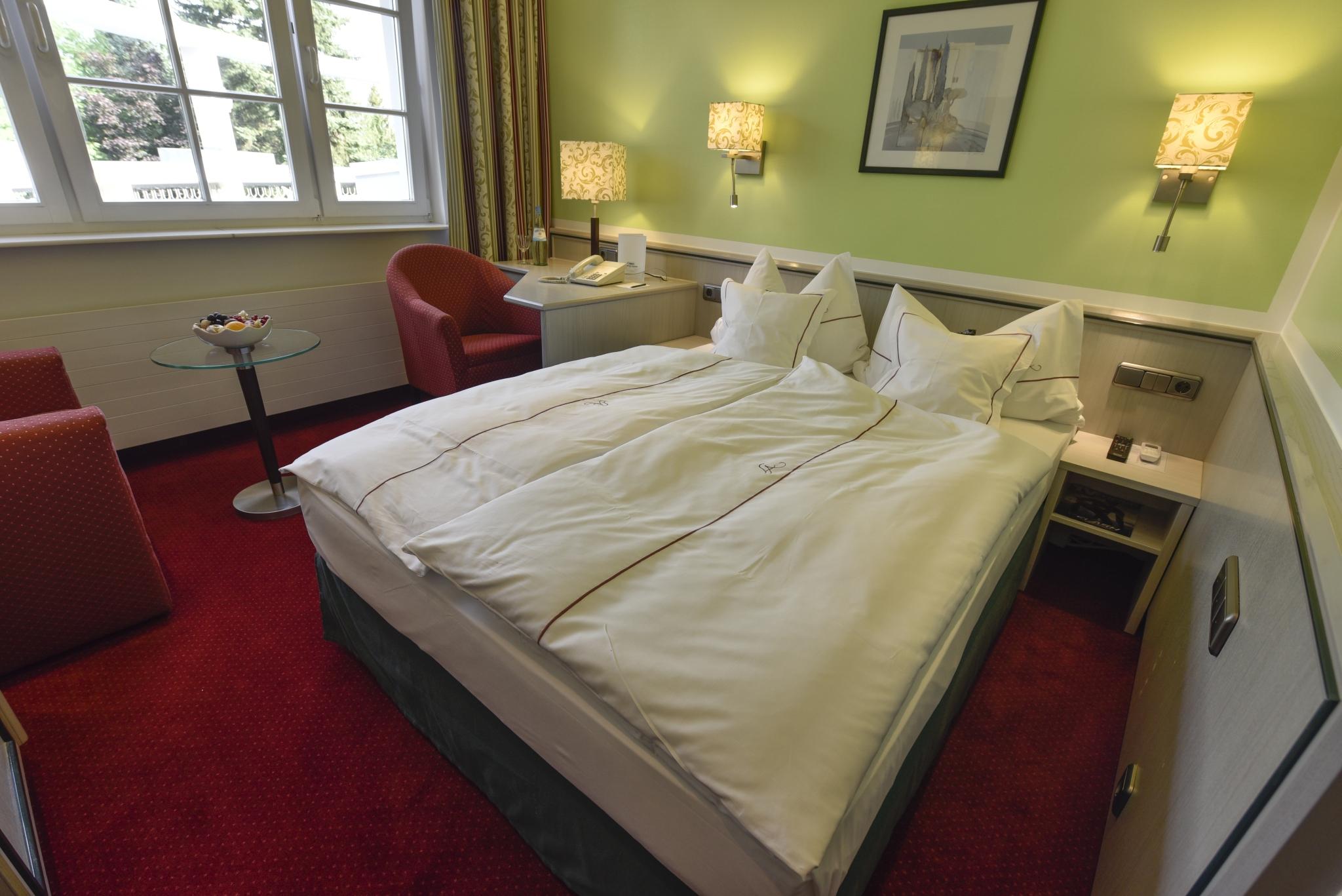 Full Size of Hotel Landhaus Alpinia Bett Matratze Joop Betten Sonoma Eiche 140x200 80x200 160x200 Mit Lattenrost Und Weiß Hasena Tagesdecken Für Himmel 180x200 Bettkasten Bett Bett 1.40