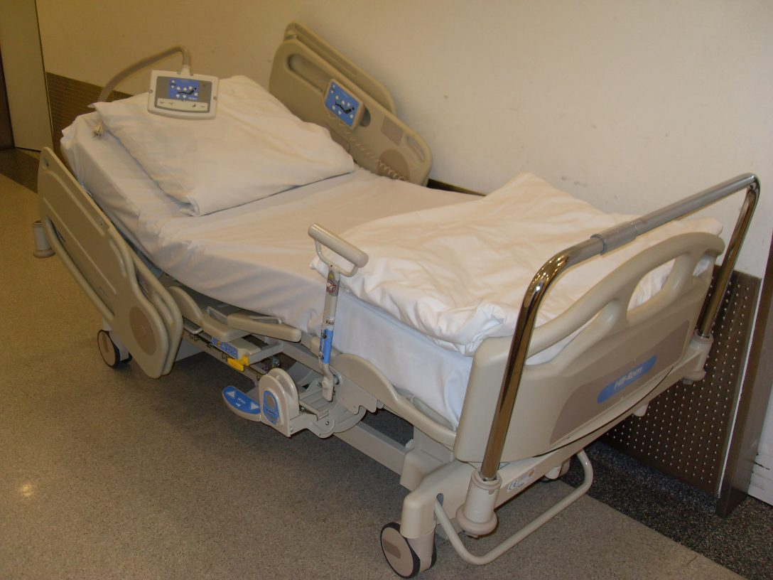Large Size of Krankenhaus Bett Krankenhausbett Wikipedia Kingsize Landhaus Futon Rückwand Rückenlehne Gebrauchte Betten Schlafzimmer Kiefer 90x200 Schwarz Weiß Breite Bett Krankenhaus Bett