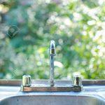 Outdoor Waschbecken Wohnzimmer Outdoor Waschbecken Und Eine Mcke Mit Grnen Hintergrund Küche Kaufen Bad Keramik