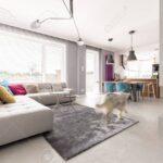 Moderne Wohnzimmer Wohnzimmer Wohnzimmer Gerumige Offene Innenraum Mit Beton Kamin Vitrine Weiß Tischlampe Schrankwand Bett Led Landhausstil Rollo Relaxliege