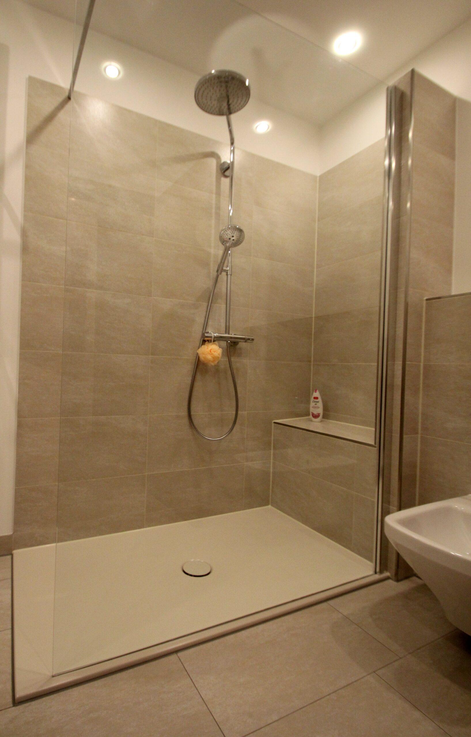 Full Size of Ebenerdige Dusche Komfortable Badewanne Mit Tür Und Bodengleich Pendeltür 90x90 Breuer Duschen Antirutschmatte Glaswand 80x80 Fliesen Eckeinstieg Schulte Dusche Ebenerdige Dusche
