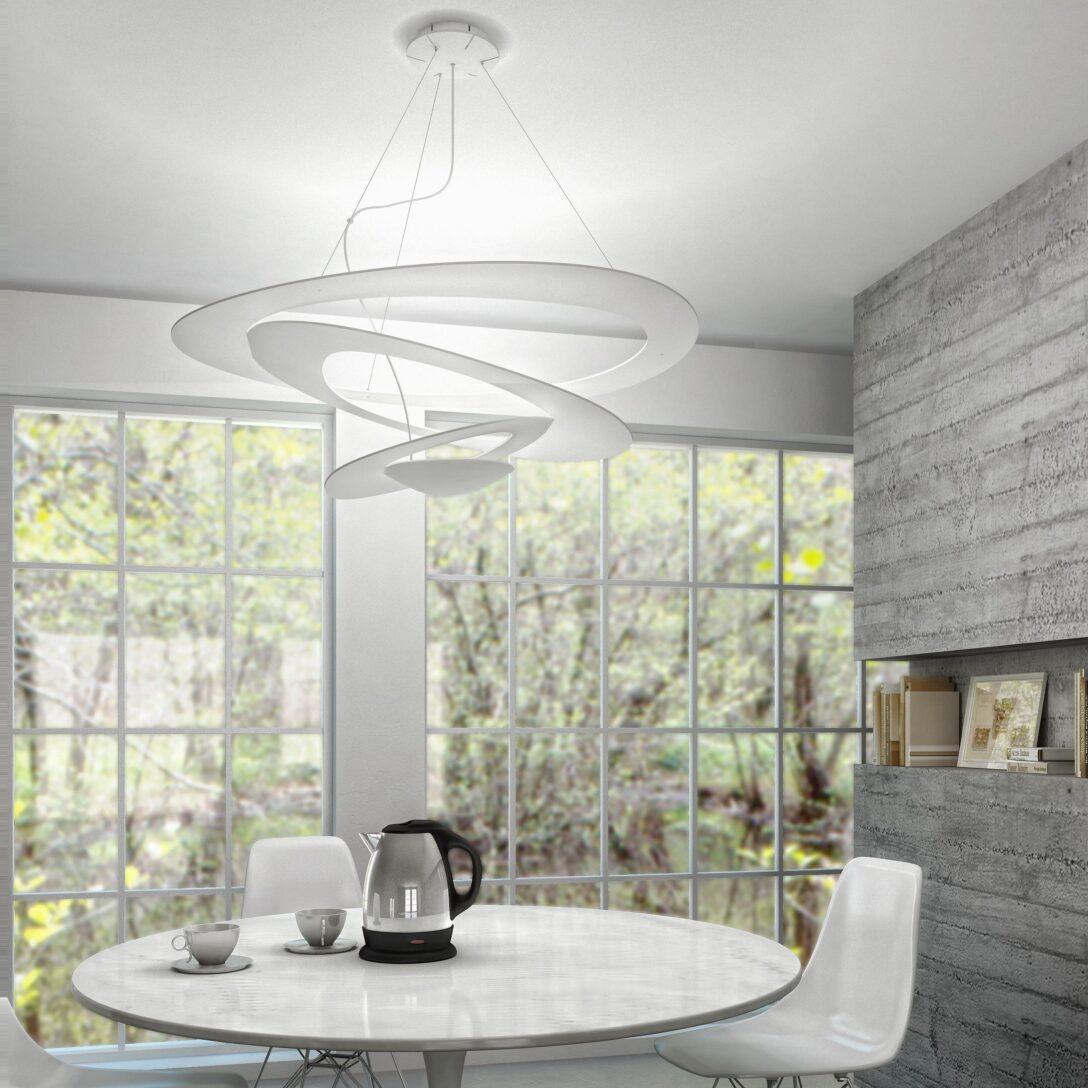 Large Size of Deckenlampe Esstisch Filigrane Deckenleuchte Pirce Berzeugt Mit Ihrem Innovativen Stühle Kaufen Kleiner Weißer Ovaler Esstische Ausziehbar Stühlen Günstig Esstische Deckenlampe Esstisch