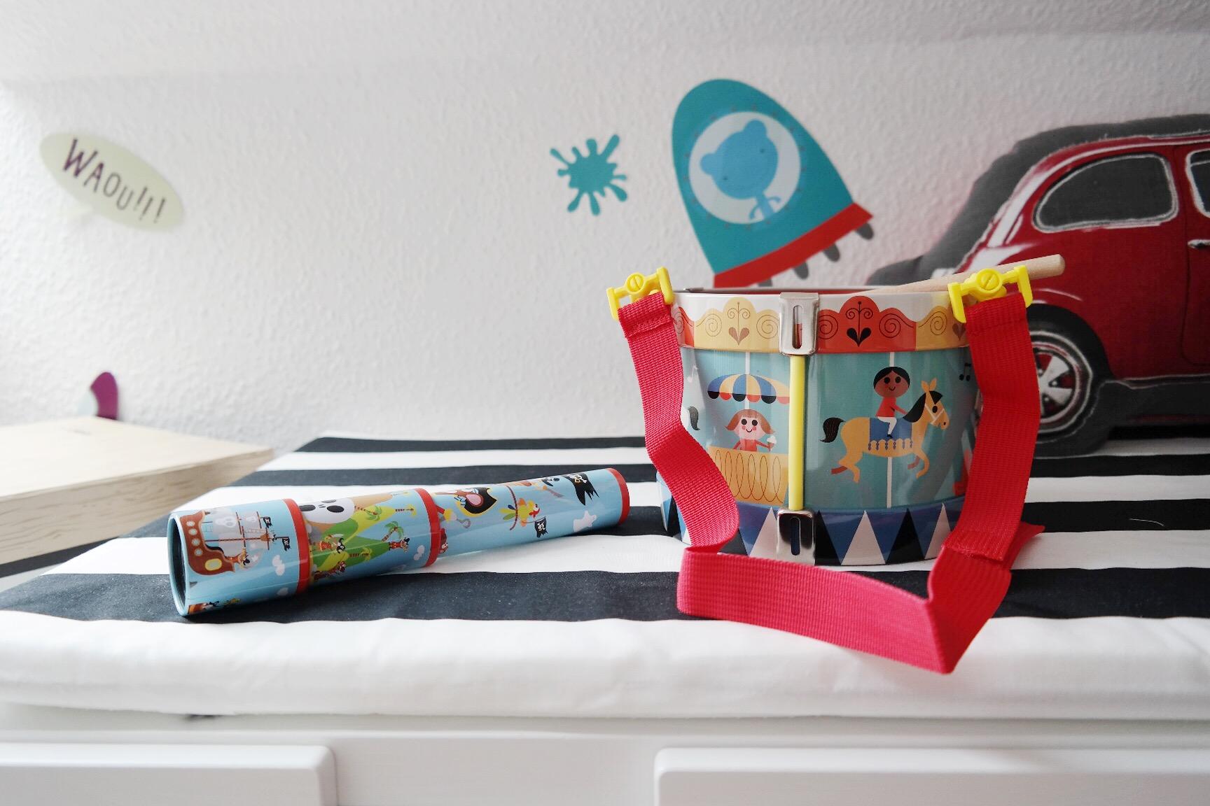 Full Size of Kinderzimmer Einrichten Junge Gewinnspiel Mamablog Schwarz Wei Küche Regale Regal Weiß Badezimmer Sofa Kleine Kinderzimmer Kinderzimmer Einrichten Junge