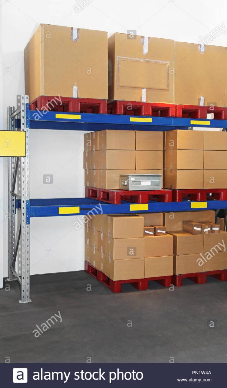 Medium Size of Regal Kisten Auf Paletten Im Versandlager Stockfoto 60 Cm Breit 50 Schreibtisch Dachschräge Fächer Weißes Maß Holzregal Küche Weiß Hochglanz Für Regal Regal Kisten