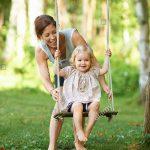 Gartenschaukel Erwachsene Wohnzimmer Gartenschaukel Erwachsene Mitte Mutter Schob Kleinkind Tochter Auf