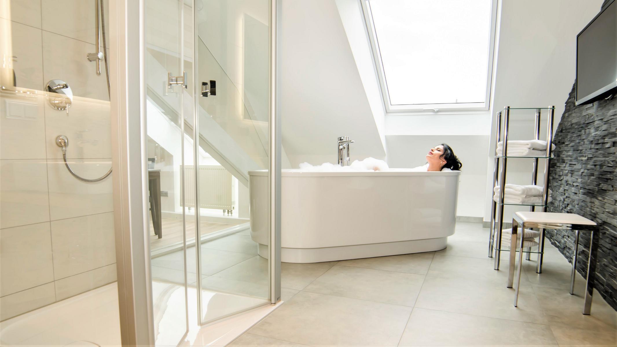 Full Size of Badewanne Mit Dusche Kombiniert Preise Umbau Kosten Zu Umbauen Nebeneinander Als Und In Einem Duschen Kombination Erfahrungen Auf Zur Barrierefrei Glaswand Dusche Badewanne Dusche