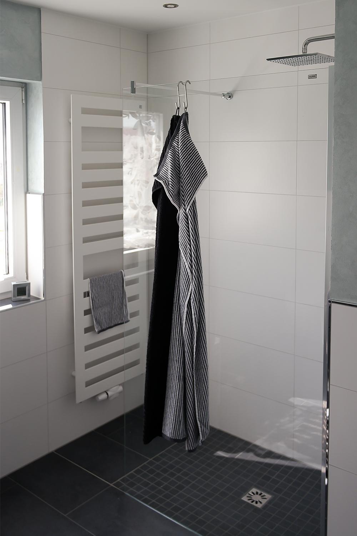Full Size of Begehbare Dusche Ebenerdigedusche Banovo Gmbh Couch Fliesen Glastür Bodengleich Glasabtrennung Ohne Tür Kaufen Nischentür Bodengleiche Duschen Ebenerdige Dusche Begehbare Dusche