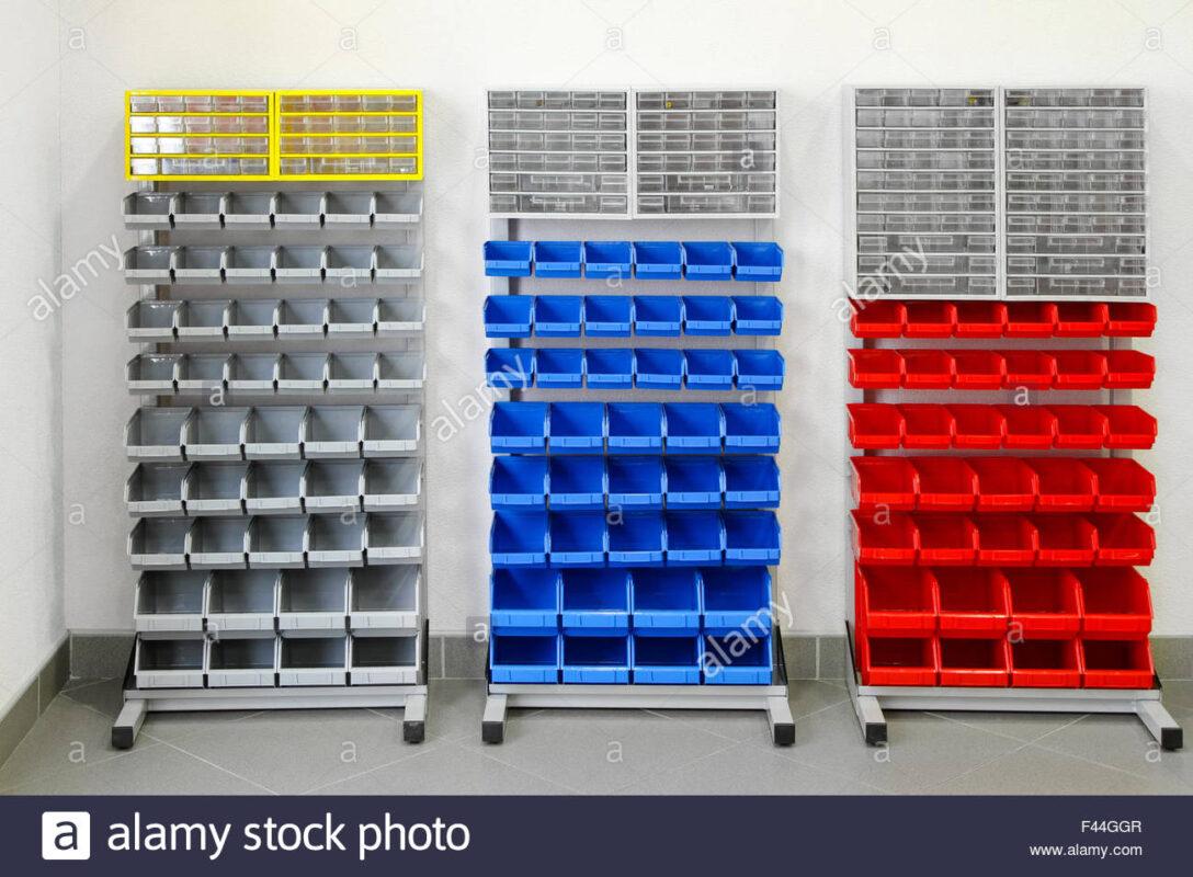Large Size of Werkstatt Regale Stockfotos Bilder Alamy Regal Hochglanz Weiß Leiter Amazon Holz Raumteiler Auf Rollen 40 Cm Breit Bito Regal Werkstatt Regal