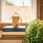 Das Arrangement Und Dekoration Des Fensters In Der Kche Edelstahlküche Küche Rosa Wandsticker Musterküche Auf Raten Essplatz Pendelleuchten Einhebelmischer Wohnzimmer Deko Ideen Küche