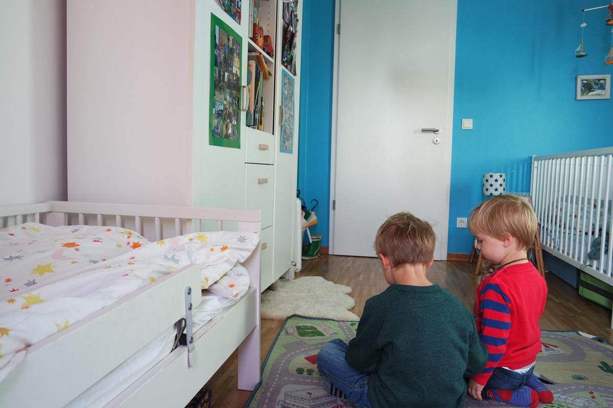 Full Size of Kinderzimmer Jungs Junge Ab 10 Jahre Deko Diy Einrichten 2 Jungen Gestalten 5 Baby Ideen Komplett 8 Ikea Fr Geschwister Ahoikinder Regale Sofa Regal Weiß Kinderzimmer Kinderzimmer Jungs