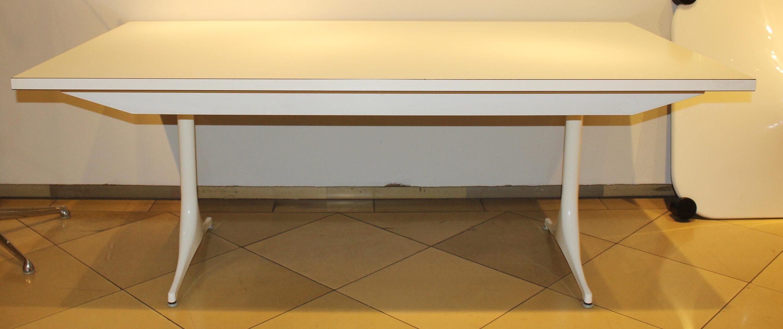 Full Size of Groer Esstisch Konferenztisch Antik Esstischstühle Sofa Für Esstische Massiv Beton 80x80 Großer Ausziehbar Mit Stühlen Vintage Weiss Landhausstil Venjakob Esstische Großer Esstisch