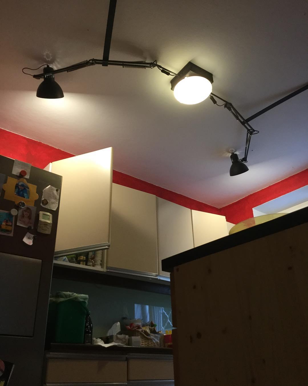 Full Size of Lampe Küche Eine Fr Kche Dictum Handwerksgalerie Günstig Mit Elektrogeräten Nolte Müllsystem Ohne Geräte Wasserhahn Schnittschutzhandschuhe Wohnzimmer Lampe Küche