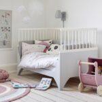 Einrichtung Kinderzimmer Kinderzimmer Einrichtung Kinderzimmer Einrichten Und Gestalten Scandinavian Lifestyle Magazin Regale Regal Weiß Sofa