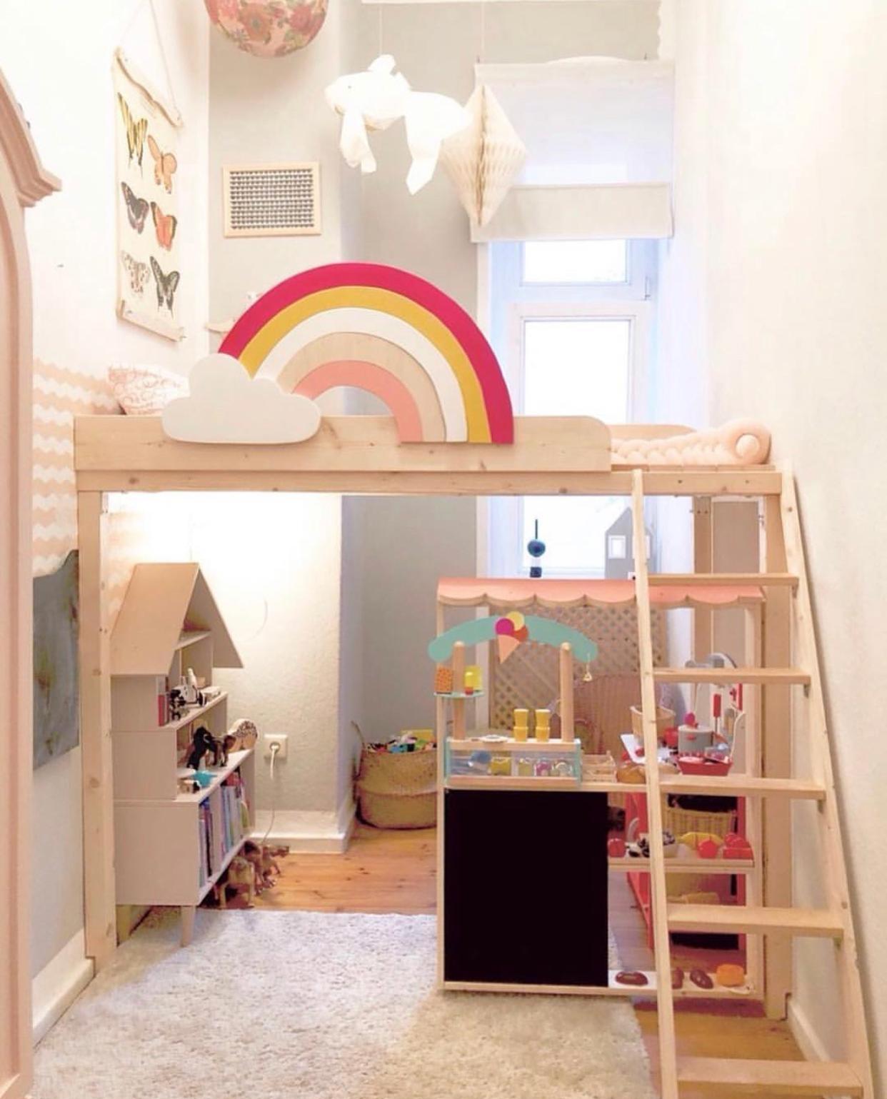 Full Size of Kinderzimmer Hochbett Regenbogen Diy Altbau Be Regal Weiß Regale Sofa Kinderzimmer Kinderzimmer Hochbett