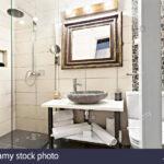 Begehbare Dusche Fliesen Modernes Interieur Badezimmer Mit Waschbecken Und Spiegel Bluetooth Lautsprecher Grohe Thermostat Holzfliesen Bad Für Küche Dusche Begehbare Dusche Fliesen