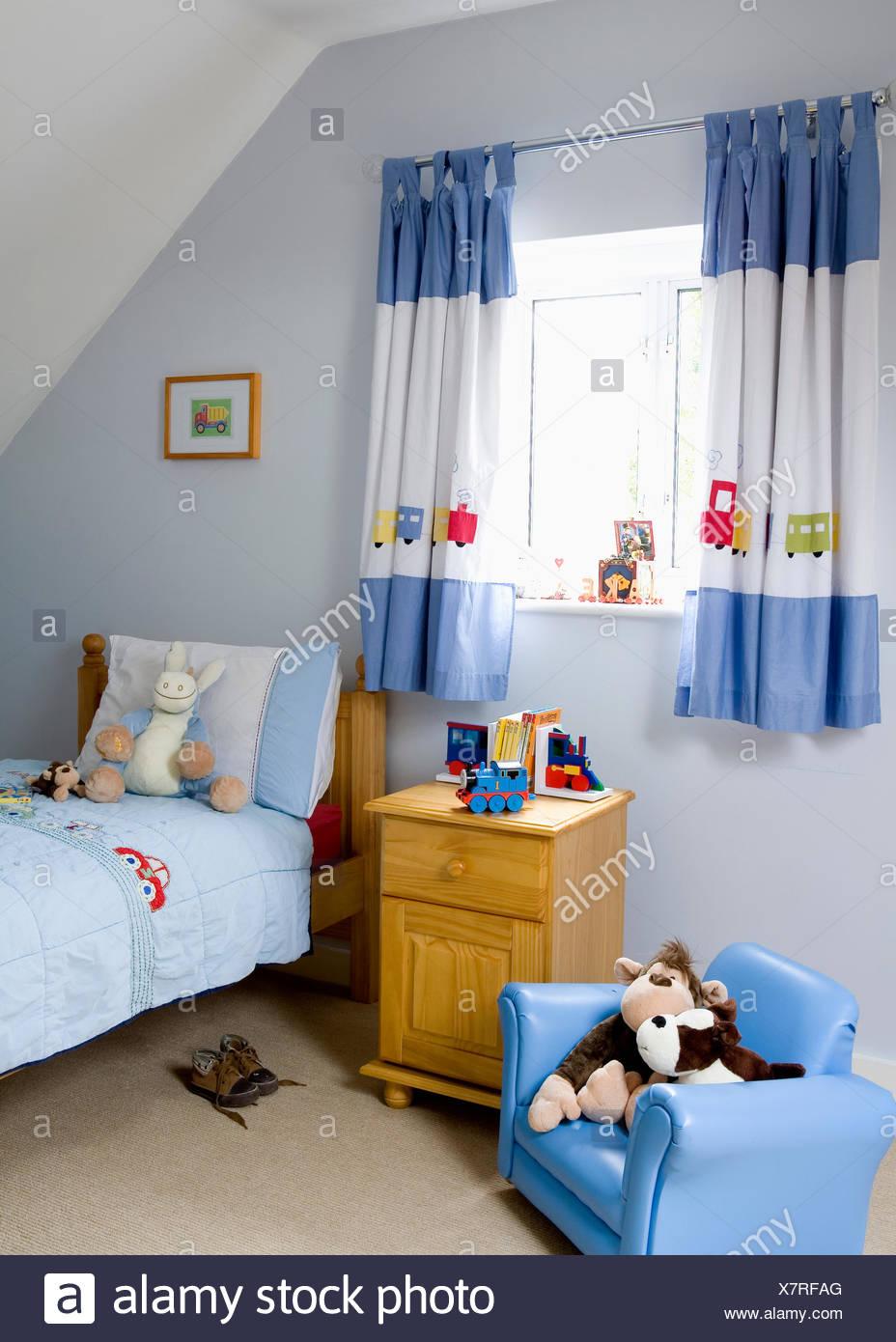 Full Size of Blau Wei Applizierte Gardinen Im Kinderzimmer Mit Kleinen Sessel Schlafzimmer Regale Lounge Garten Relaxsessel Aldi Regal Weiß Sofa Wohnzimmer Hängesessel Kinderzimmer Sessel Kinderzimmer