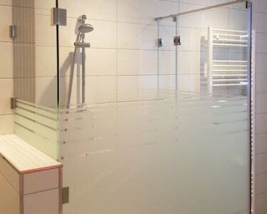 Glaswand Dusche Dusche Glaswand Dusche Aus Glas Mit Satiniertem Glasmuster Und Verkrztem Bodengleiche Duschen Begehbare Fliesen Eckeinstieg Siphon Moderne Walkin Thermostat 90x90