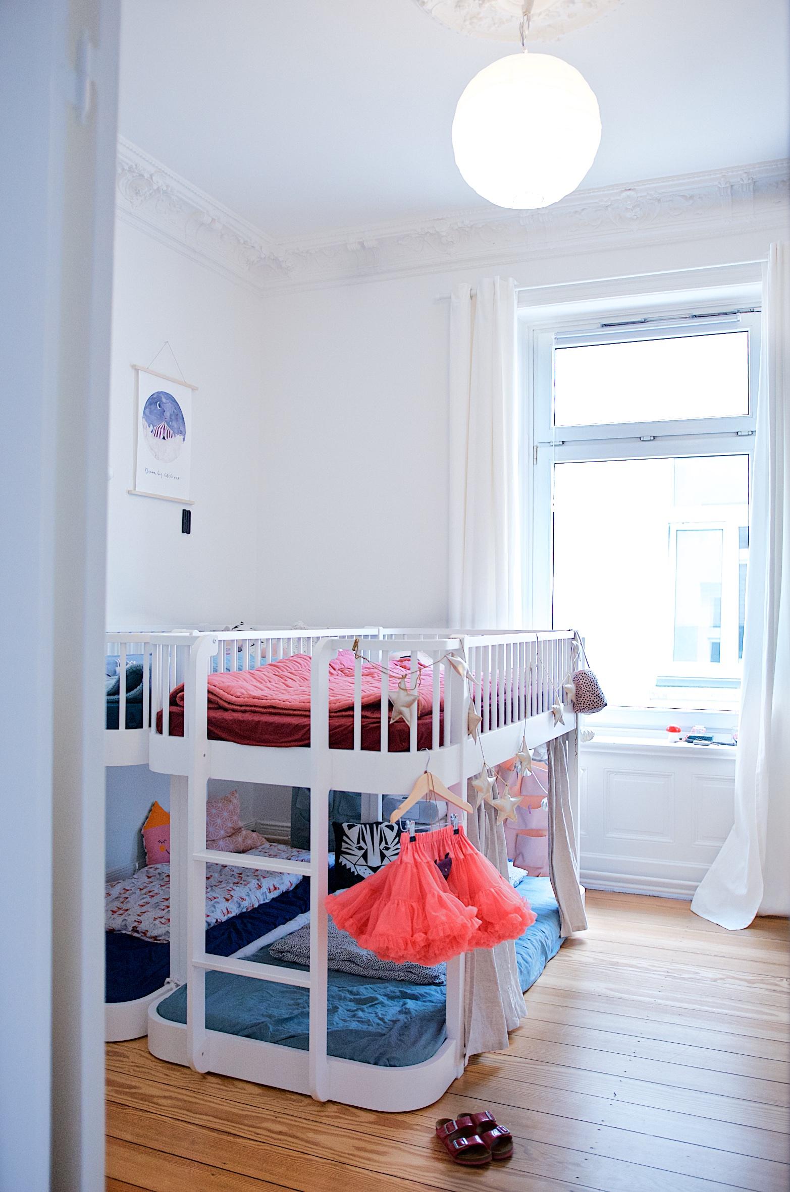Full Size of Hochbetten Kinderzimmer Ein Kunterbuntes Mit Ecken Fr Alle Bedrfnisse Sofa Regal Regale Weiß Kinderzimmer Hochbetten Kinderzimmer