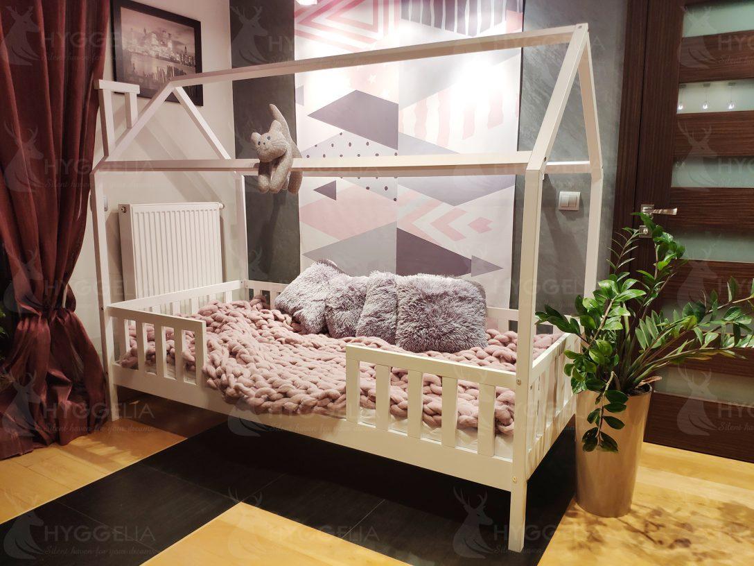 Large Size of Hausbett 140x200 Kinderbett Mit Barrieren Chester Bemalte Holzhtte Bett Fr Betten Kaufen Stauraum Günstig Bettkasten Günstige Weißes Matratze Und Lattenrost Wohnzimmer Hausbett 140x200