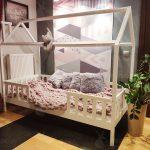 Hausbett 140x200 Kinderbett Mit Barrieren Chester Bemalte Holzhtte Bett Fr Betten Kaufen Stauraum Günstig Bettkasten Günstige Weißes Matratze Und Lattenrost Wohnzimmer Hausbett 140x200