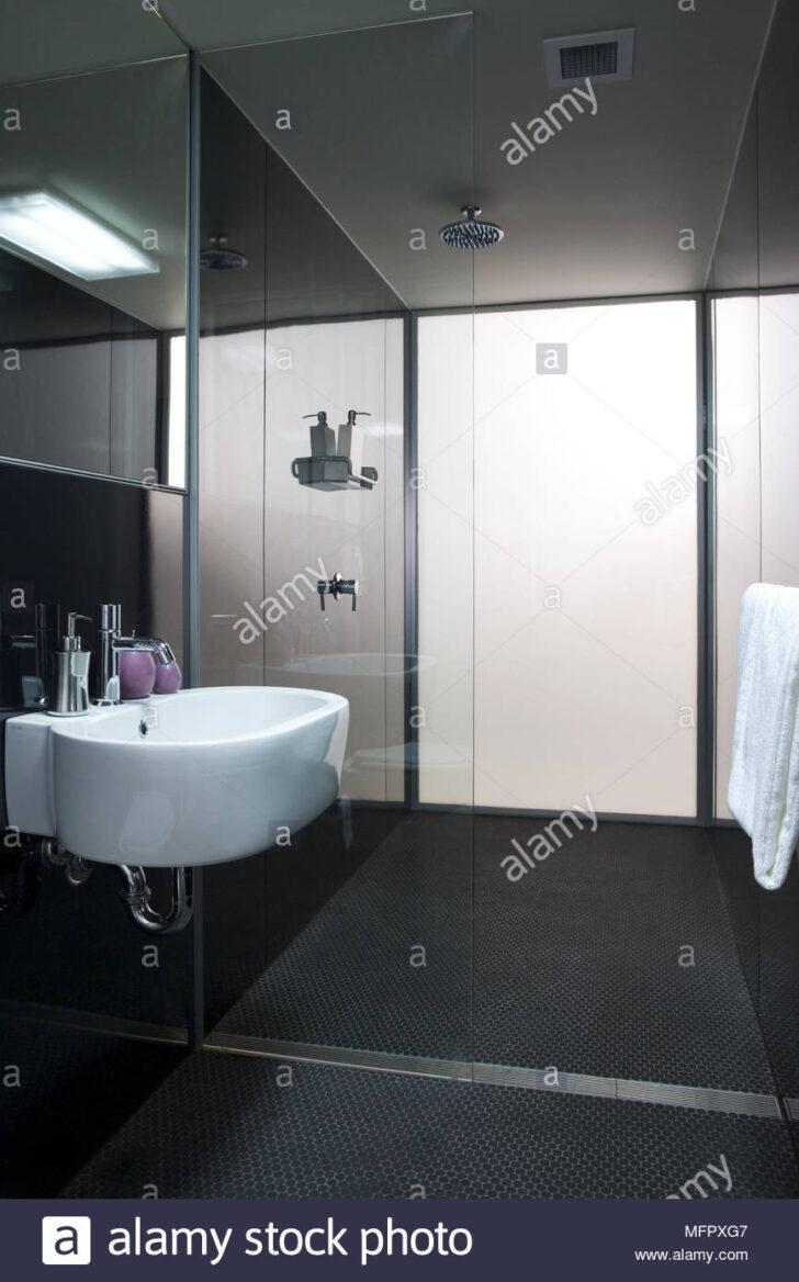Medium Size of Dusche Wand Fliesen Für Wohnzimmer Schrankwand Kaufen Wandspiegel Bad Wandsprüche Eckeinstieg Bodengleich Grohe Thermostat Wandregal 90x90 Schlafzimmer Dusche Dusche Wand