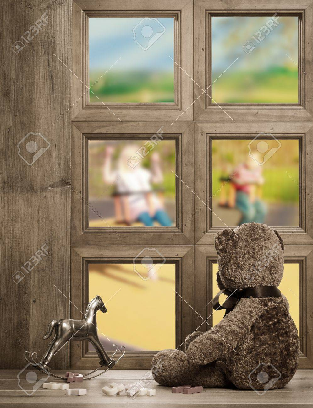 Full Size of Teddy Schaut Aus Fenster Warten Auf Die Regal Garten Sofa Weiß Schaukelstuhl Schaukel Für Regale Kinderzimmer Schaukel Kinderzimmer