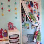 Schaukel Kinderzimmer Kinderzimmer Schaukel Kinderzimmer Eine Kuschel Und Leseecke Im Gestalten Dekorieren Sofa Regale Regal Weiß Garten Schaukelstuhl Für Kinderschaukel
