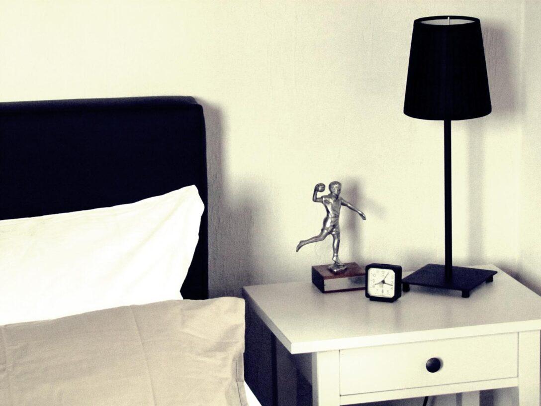 Large Size of Boxspringbett Ikea Minimalistisches Schlafzimmer Beistelltisch Modulküche Set Mit Betten 160x200 Miniküche Sofa Schlaffunktion Küche Kaufen Kosten Bei Wohnzimmer Boxspringbett Ikea