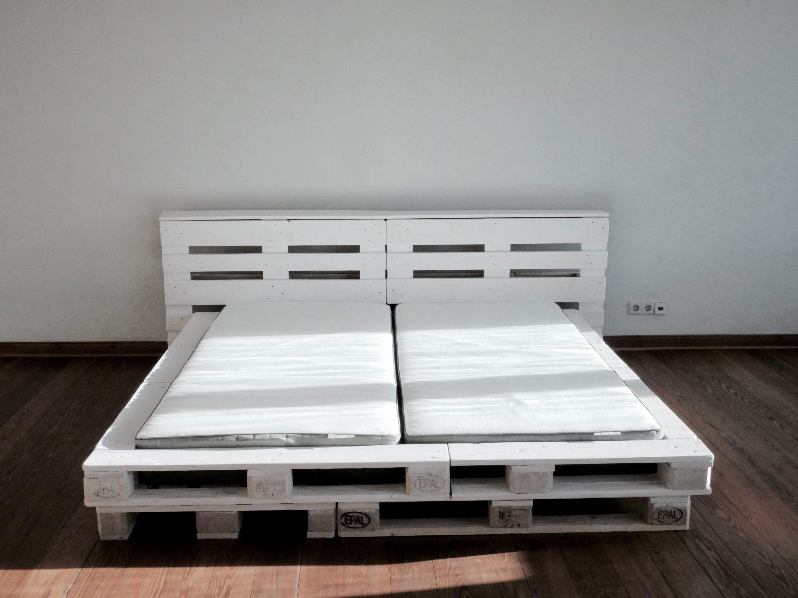Full Size of Bett Paletten Aus Kaufen 160x200 120x200 Lattenrost Bauen 90x200 Selbst Wir Haben Ein Super Schnes 180x200 Cm Palettenbett Gebaut Wie Günstige Betten Mit Wohnzimmer Bett Paletten