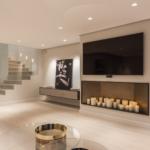 Schöne Wohnzimmer Einrichtung Tv An Wand Mit Kerzen Im Regal Beleuchtung Vitrine Weiß Fototapete Liege Vinylboden Hängeschrank Hochglanz Deckenlampen Wohnzimmer Schöne Wohnzimmer